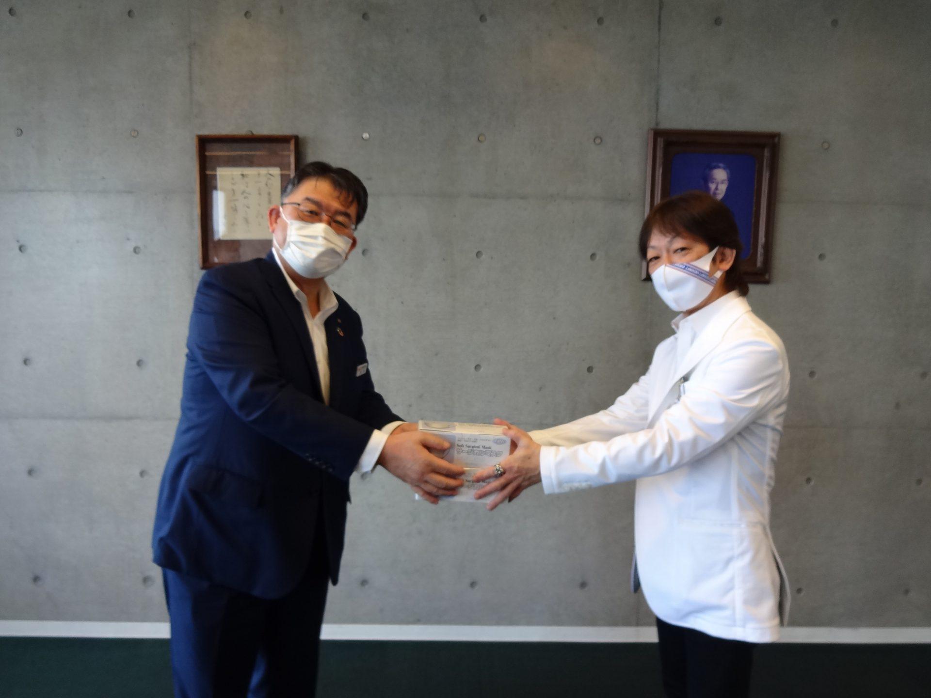 マスクの贈呈